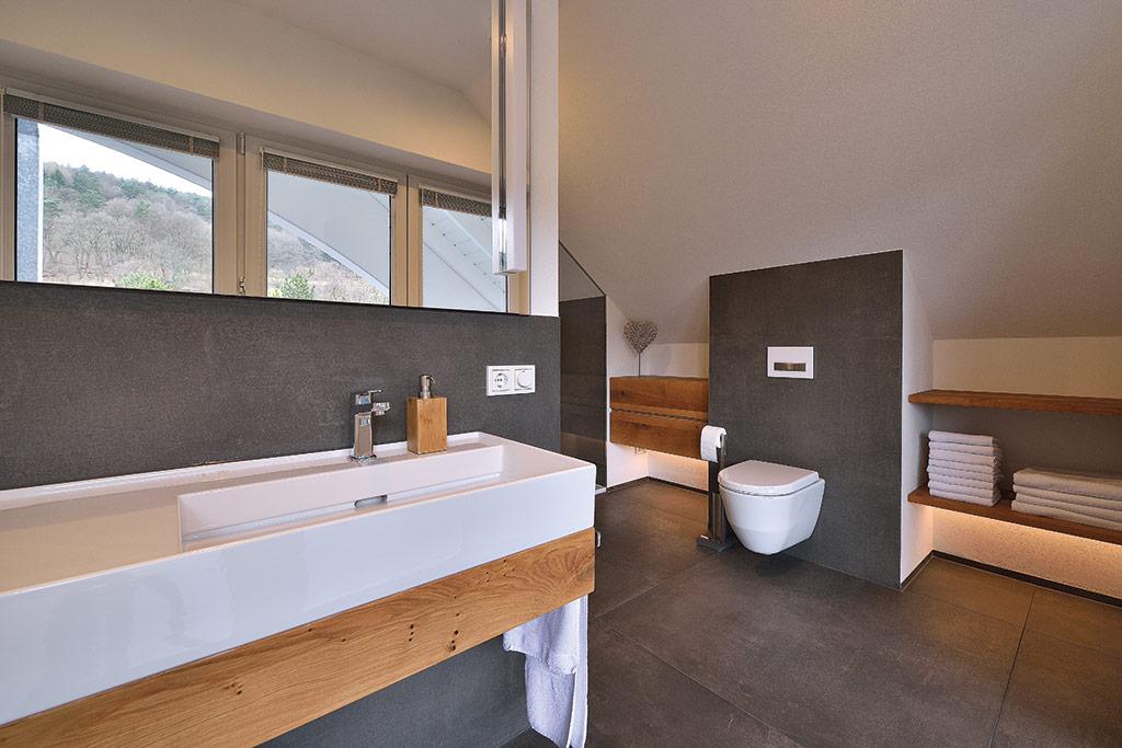 Badezimmer sanieren und renovieren schreinerei gruler in for Moderne badezimmer mit holz