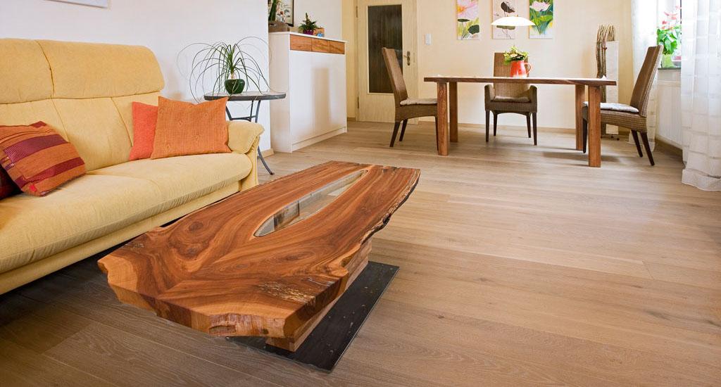 Esstische und couchtische massivholz schreinerei gruler for Esstisch holz mit glasplatte