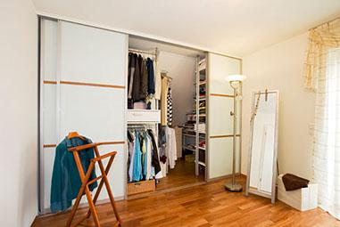 Schlafzimmerschrank modern  Begehbarer Kleiderschrank und Schlafzimmerschrank - Schreinerei ...