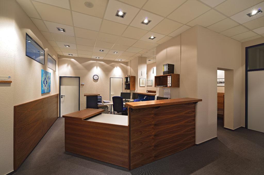 Büroeinrichtung empfang  Objektausbau und Ladenbau aus Trossingen - Schreinerei Gruler
